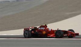 <p>La Ferrari di Felipe Massa. REUTERS/Hamad I Mohammed (BAHRAIN)</p>