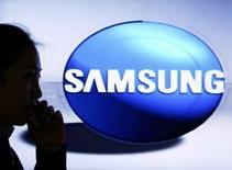 <p>Selon le cabinet iSuppli, le sud-coréen Samsung Electronics est devenu au quatrième trimestre le premier fabricant de téléviseurs LCD en Amérique du Nord, à la faveur de baisses de prix qui ont porté les ventes. /Photo d'archives/REUTERS/Lee Jae-Won</p>