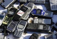 <p>Alcuni cellulari abbandonati. REUTERS/Ina Fassbender (GERMANY)</p>