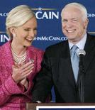 <p>John McCain con la moglie Cindy. REUTERS/John Sommers II (UNITED STATES) US PRESIDENTIAL ELECTION CAMPAIGN 2008 (USA)</p>