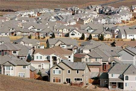 A view of a neighborhood in the town of Superior, Colorado, a Denver suburb February 27, 2006. The pace of existing home sales in the fell in January to 4.89 million-unit annual rate while prices slid and inventories swelled, the National Association of Realtors said in a report on Monday that showed continued weakness in the national homes market. REUTERS/Rick Wilking