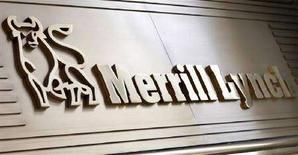 <p>Immagine d'archivio dell'insegna di Merrill Lynch nella sede di New York. REUTERS/Mike Segar (UNITED STATES)</p>