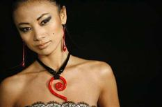 <p>L'attrice Bai Ling ad un ricevimento ad Hollywood. REUTERS/Mario Anzuoni</p>