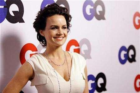 Carla Gugino poses at the 12th annual GQ magazine Men of the Year party in Los Angeles December 5, 2007. REUTERS/Mario Anzuoni
