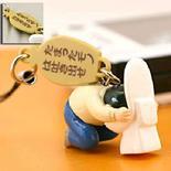 <p>Uno degli charm per cellulari ispirati alla figura dell'impiegato ubriaco in vendita sul sito giapponese. Immagine tratta da http://www.strapya-world.com</p>
