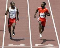 <p>Il canadese Anson Henry e Richard Thompson di Trinidad corrono i 100 metri piani durante l'11° IAAF World Athletics Championships di Osaka, nell'agosto 2007. REUTERS/David Gray (JAPAN)</p>