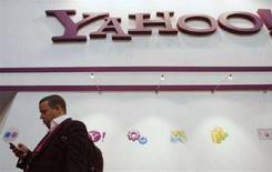 <p>Lo stand dei Yahoo alla fiera tecnologica di Barcellona. REUTERS/Albert Gea (SPAIN)</p>