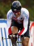 <p>Lo svizzero Fabian Cancellara all'arrivo di una gara ciclistica. REUTERS/Alex Grimm</p>