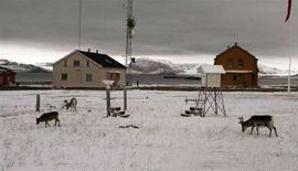 <p>Case vicino a una base di ricerca artica sull'isola norvegese di Spitsbergen, 1.200 chilometri dal Polo Nord. REUTERS/Alister Doyle</p>