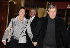 <p>L'ex moglie del presidente francese Nicolas Sarkozy, Cecilia Ciganer-Albeniz, con il neosposo Richard Attias. REUTERS/Chip East</p>