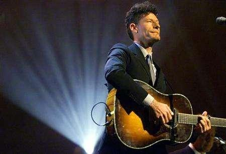 Country singer Lyle Lovett performs during a concert in New York in this June 6, 2000 file photo. Lovett and Harry Dean Stanton are traveling with Justin Timberlake and Jeff Bridges on ''The Open Road.'' REUTERS/Mike Segar MS