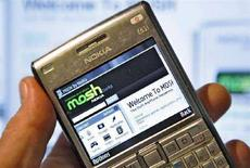<p>La home page del sito di social networking site Mosh di Nokia vista da un cellulare della società finlandese. REUTERS/Bob Strong/Files</p>
