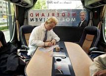 <p>Il politico populista olandese Geert Wilders in campagna elettorale a Eindhoven. REUTERS/Michael Kooren</p>