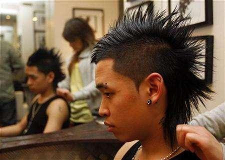 A man is seen with a 'Tecktonik' hairstyle in a hairdressing salon in Paris March 7, 2008. REUTERS/Jean-Paul Pelissier