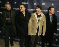 <p>I membri della rock band degli U2 (da sinistra a destra): Adam Clayton, Bono, The Edge e Larry Mullen in un'immagine di archivio. REUTERS/Fred Prouser</p>