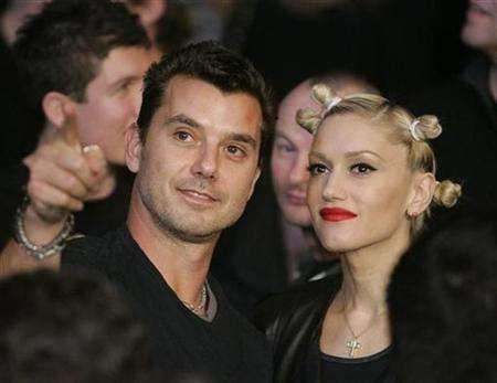 Gavin Rossdale (L) and Gwen Stefani attend the Ricky Hatton of England versus Floyd Mayweather Jr. of US, WBC welterweight title fight at the MGM Grand Garden Arena in Las Vegas, Nevada December 8, 2007. REUTERS/Steve Marcus