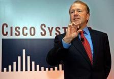 """<p>Le P-DG de Cisco, John Chambers. Le premier équipementier mondial pour les réseaux internet annonce son intention de maintenir des prévisions """"prudentes"""" pour son coeur de métier sur fond de dégradation des conditions économiques. /Photo d'archives/REUTERS/Jagadeesh Nv</p>"""