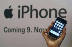<p>La presentazione di un iPhone Apple in Germania. REUTERS/Ina Fassbender (GERMANY)</p>