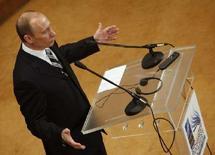 """<p>Президент России Владимир Путин на пресс-конференции в ходе саммита НАТО в Бухаресте 4 апреля 2008 года. Путин на прощальном для него саммите НАТО в пятницу порадовался предстоящей отставке, объяснил напугавший Запад тон """"мюнхенской речи"""" особенностями формата дипломатической дискуссии и пообещал, что миру будет интересно с его преемником. (REUTERS/Pawel Kopczynski)</p>"""