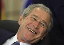 <p>Президент США Джордж Буш на саммите НАТО в Бухаресте 4 апреля 2008 года. Покидающий вскоре Белый дом президент США Джордж Буш в пятницу в кулуарах саммита НАТО в Бухаресте встретился с лидером Туркмении Курбанкули Бердымухамедовым, впервые с момента прихода последнего к власти в 2006 году. (REUTERS/Benoit Doppagne/Pool)</p>
