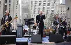 <p>I R.E.M. in concerto al Rockefeller. REUTERS/Chip East</p>