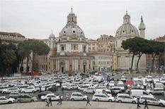 <p>Piazza Venezia a Roma bloccata da uno sciopero dei tassisti. REUTERS/Dario Pignatelli</p>