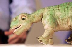 <p>Sequestrati 30.000 dinosauri giocattolo dalle edicole italiane. Nell'immagine di archivio un dinosauro-giocattolo. REUTERS/Jameson Wu</p>