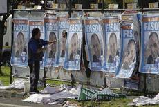 <p>Alcuni manifesti elettorali a Roma. REUTERS/Max Rossi</p>