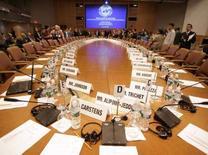 <p>Una immagine della sala conferenze prima del meeting dell'International Monetary and Financial Committee (IMFC) a Washington. REUTERS/Yuri Gripas</p>