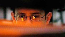 <p>Un ragazzo al computer. REUTERS/Chris Pizzello</p>