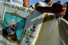 <p>La petite ville italienne de San Giovanni Rotondo, dans le sud du pays, s'apprête à vivre à partir de jeudi de longs mois d'effervescence avec l'exposition du corps de Padre Pio, moine mystique révéré en Italie. /Photo d'archives/REUTERS/Tony Gentile</p>