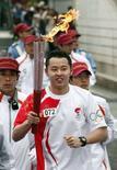 <p>La staffetta della torcia olimpica a Nagano, in Giappone. REUTERS/Shigeru Nagahara/Pool</p>