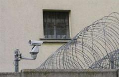 <p>Il carcere in cui è rinchiuso il 73enne austriaco Josef Fritzl, che ha tenuto segregata la figlia in cantina 24 anni. REUTERS/Herbert Neubauer</p>