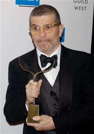 Screenwriter and playright David Mamet poses with his Screen Laurel Award at the 57th annual Writers Guild Awards in Los Angeles February 19, 2005. REUTERS/Jim Ruymen