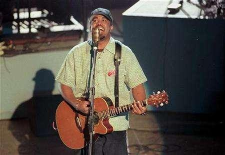Darius Rucker of Hootie and the Blowfish performs ''Let Her Cry'' at the 38th annual Grammy Awards in Los Angeles February 28, 1996. REUTERS/Gary Hershorn