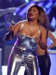 <p>Tina Turner alla cerimonia per l'assegnazione del Grammy Awards a Los Angeles lo scorso febbraio. REUTERS/Mike Blake (UNITED STATES)</p>