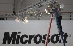 <p>Microsoft a lancé un nouveau service en ligne qui permet aux utilisateurs de sa messagerie instantanée Windows Live Messenger de visionner des clips vidéo en même temps qu'ils communiquent avec leurs contacts. /Photo prise le 3 mars 2008/REUTERS/Hannibal Hanschke</p>