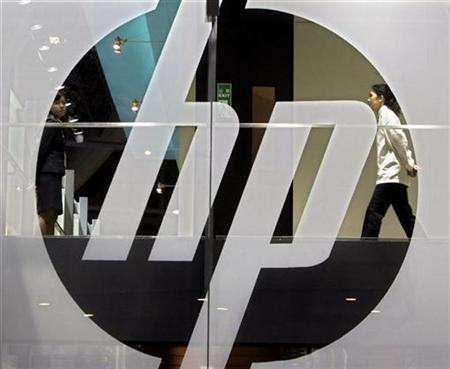 An employee walks past a Hewlett-Packard logo during the second day of the International Telecommunication Union (ITU) Telecom World 2006 in Hong Kong December 5, 2006. REUTERS/Paul Yeung