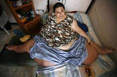 <p>Après avoir été l'homme le plus gros du monde, un Mexicain vise désormais le record de l'homme qui a perdu le plus de poids. Manuel Uribe, qui a atteint les 560 kilos, s'est fixé pour objectif de perdre 430 kilos d'ici 2010. /Photo prise le 9 mai 2008/REUTERS/Tomas Bravo</p>