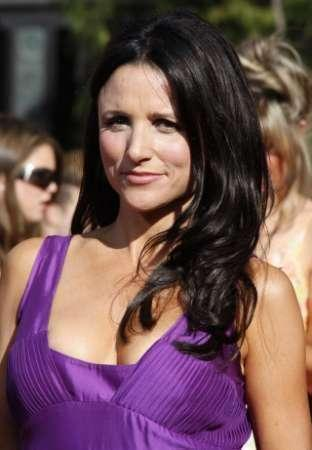 File photo shows Julia Louis-Dreyfus walking the red carpet at the 59th Primetime Emmy Awards in Los Angeles, California September 16, 2007. REUTERS/Lucy Nicholson