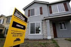 <p>Una casa in California con il cartello di messa all'asta. REUTERS/Kimberly White (UNITED STATES)</p>