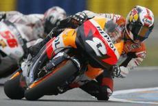 <p>Il pilota Honda Dani Pedrosa nella qualificazioni di Le Mans. REUTERS/Stephane Mahe</p>