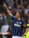 <p>L'interista Zlatan Ibrahimovic festeggia dopo aver segnato contro il Parma. REUTERS/Stefano Rellandini (ITALY )</p>