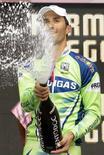 <p>Daniele Bennati sul podio della dodicesima tappa del Giro d'Italia da Forlì a Carpi. REUTERS/Alessandro Garofalo</p>