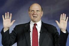 <p>Le patron de Microsoft Steve Ballmer a déclaré que l'acquisition de Yahoo n'a jamais été perçue comme un enjeu stratégique, précisant que le groupe de Redmond disposait de 50 milliards de dollars (32 milliards d'euros) pour financer des acquisitions. /Photo prise le 23 mai 2008/REUTERS/Denis Sinyakov</p>