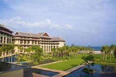 <p>Un'immagine dell'hotel Ritz-Carlton a Sanya. REUTERS/Andy Gao (CHINA)</p>