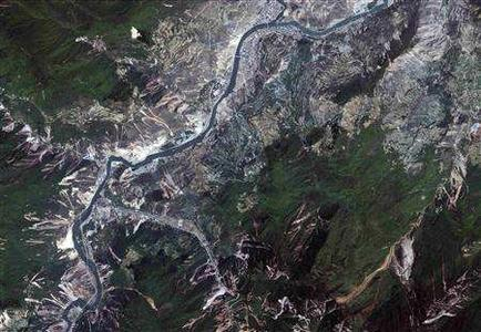 Earthquake damage can be seen in this IKONOS Satellite image of Wenchuan taken on May 23, 2008. REUTERS/GeoEye Satellite Image/Handout