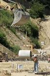 <p>Operai in un cantiere a Roma. REUTERS/Max Rossi (ITALY)</p>