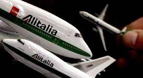 <p>Alcuni modellini di aeromobile Alitalia. REUTERS</p>