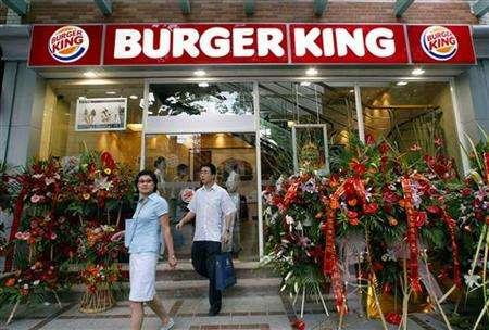Chinese customers leave a new outlet of Burger King in Shanghai June 27, 2005. REUTERS/Ming Ming